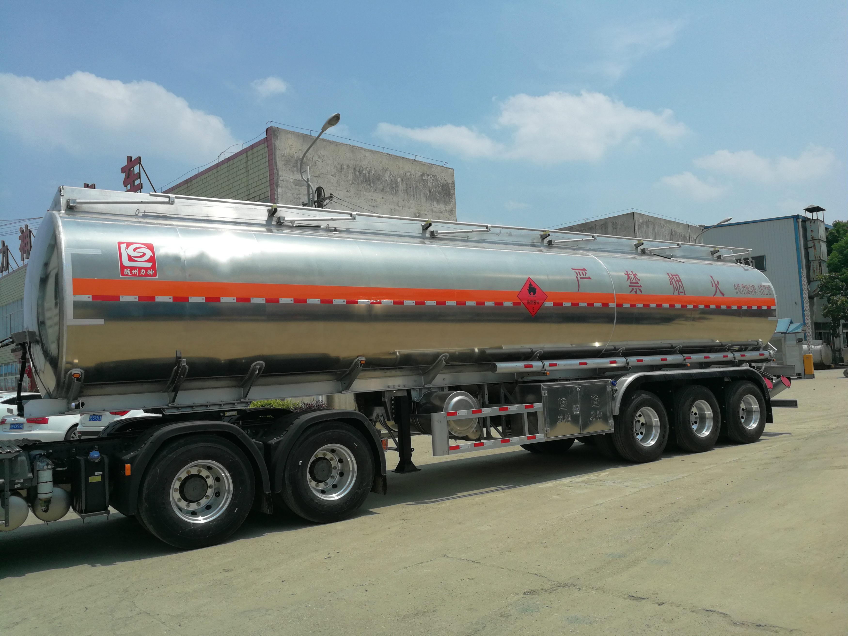 铝合金半挂30吨33吨35吨油罐车东风油罐车图片
