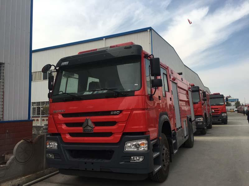 重汽豪沃8吨水罐消防车水罐消防车图片