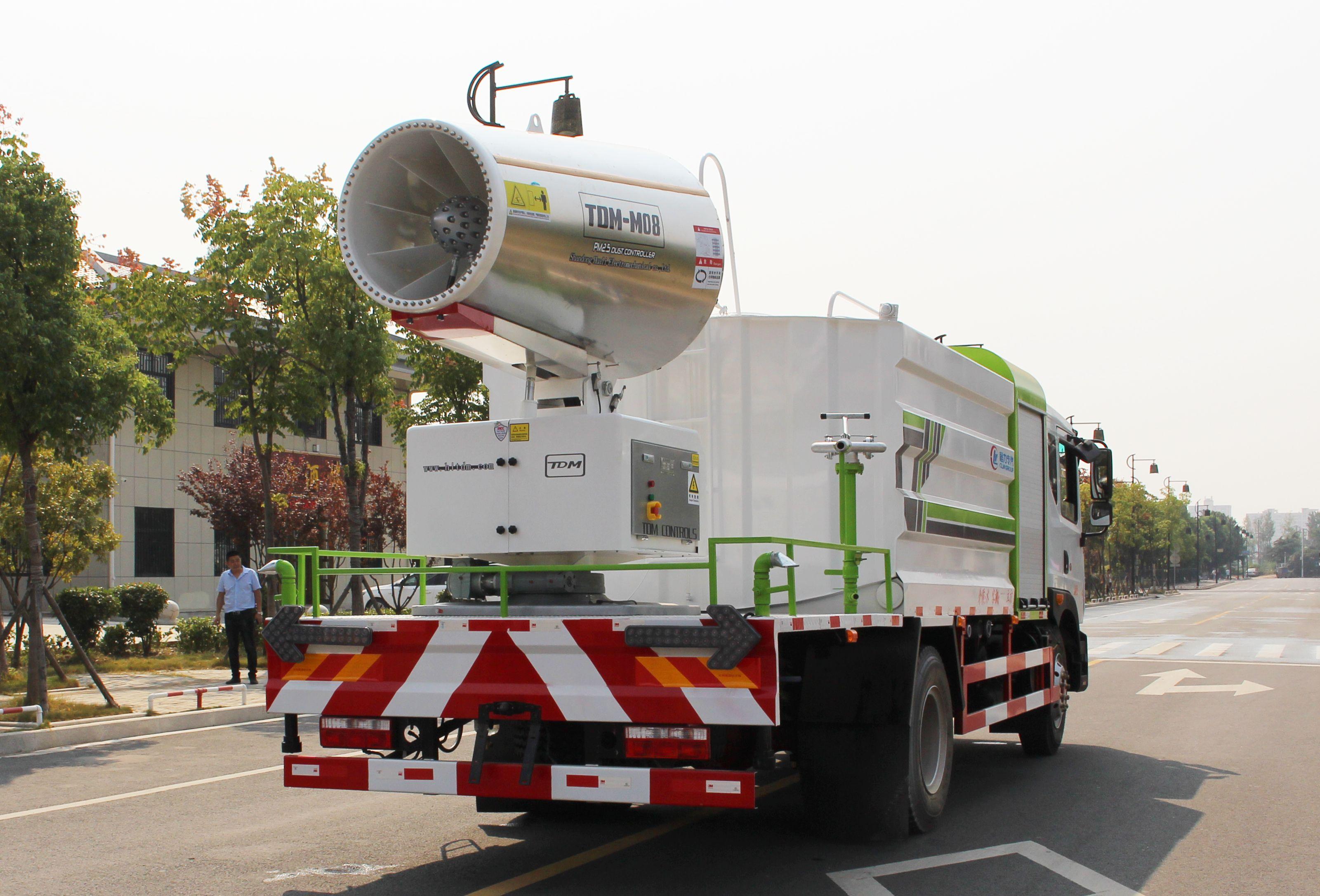 60米-80米国六东风大多利卡D9洒水抑尘雾炮车图片