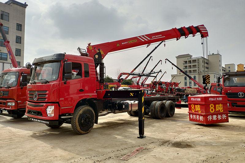 东风D3S 12吨随车吊 三一随车吊图片