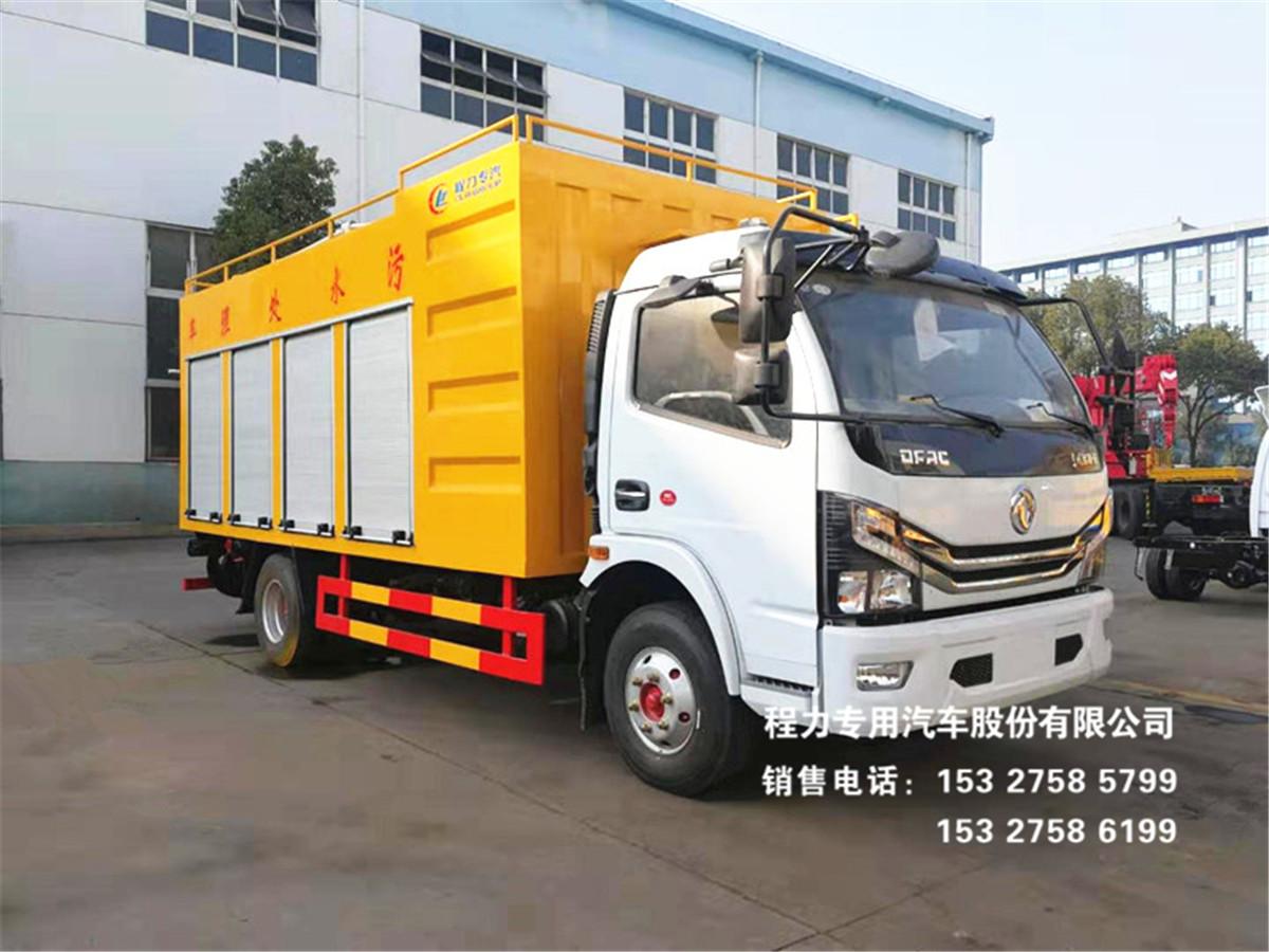 东风多利卡污车处理车(画面1)和污车净化车(画面2)作业效果