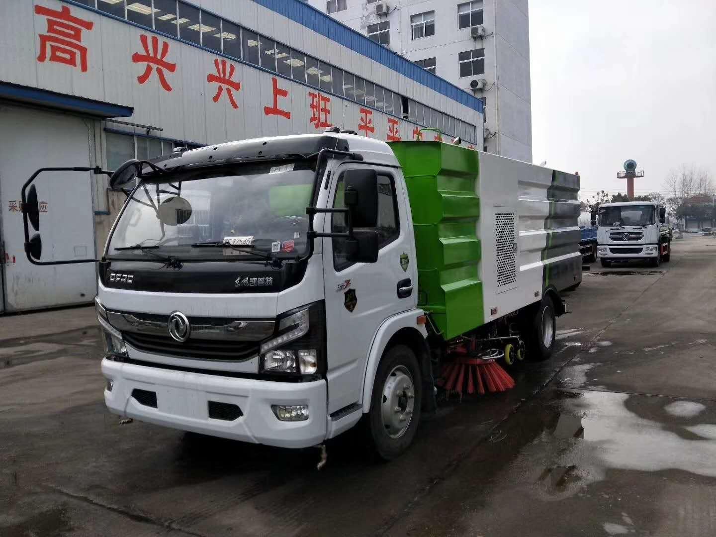 国六东风小多利卡扫路车,朝柴130马力、轴距3308 上装标配:带4个扫盘、江铃8