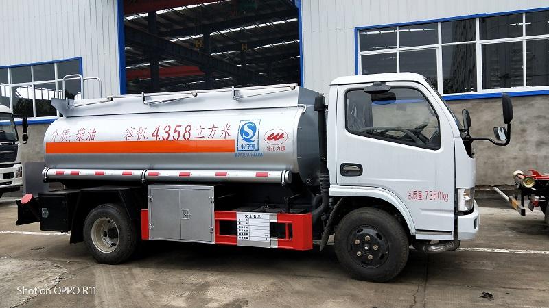 新规5吨油罐车 拉柴油5吨加油车包上户多少钱   厂家视频