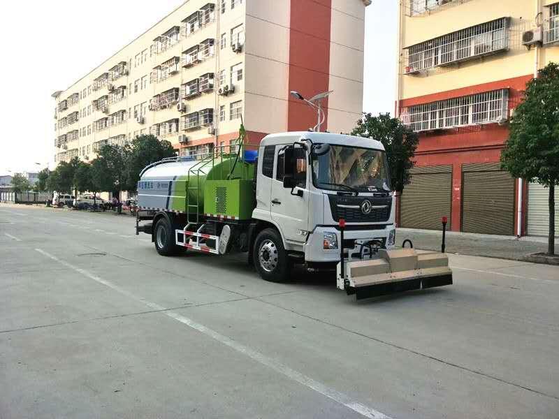 高压清洗车路面作业视频