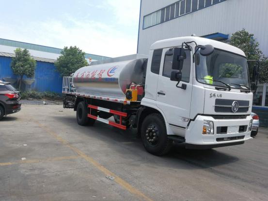 国五东风天锦10吨沥青撒布车(全智能型)东风沥青洒布车图片