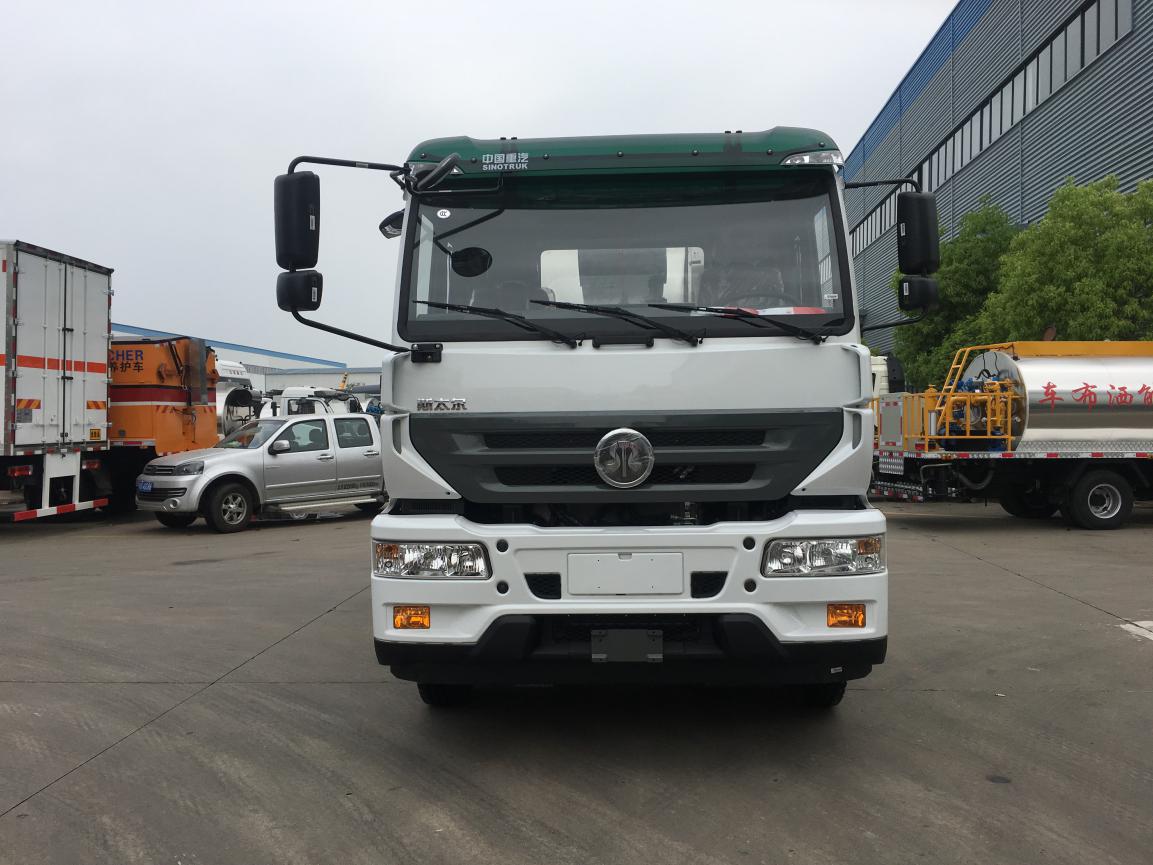 国五重汽斯太尔12吨沥青撒布车(智能型)沥青洒布车图片