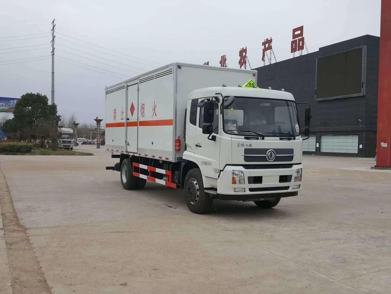 东风天锦6.6米载重9.99吨易燃液体厢式运输车图片
