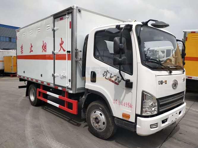 解放蓝牌4米易燃气体危险物品厢式运输车图片