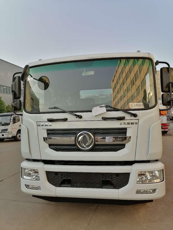 东风D9《12吨油罐车》图片