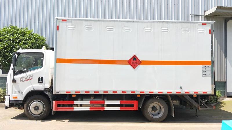 黄牌解放5.15米易燃气体厢式运输车核额7.4吨不超重视频