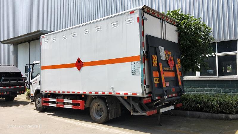 解放5.15米黄牌危险品额载7.4吨易燃气体厢式运输车视频