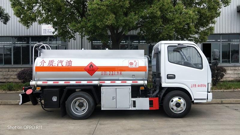 蓝牌2吨流动加油车价格 楚胜蓝牌2吨油罐车厂家包挂靠
