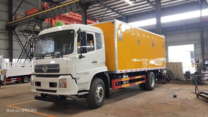 东风天锦爆破器材运输车,6米2危险品运输车生产厂家视频