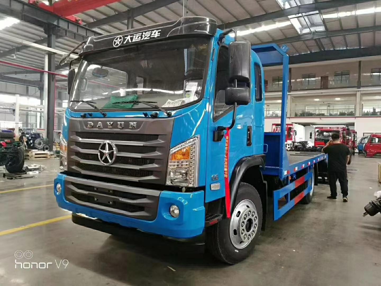 大运G6平板运输车挖机拖车视频
