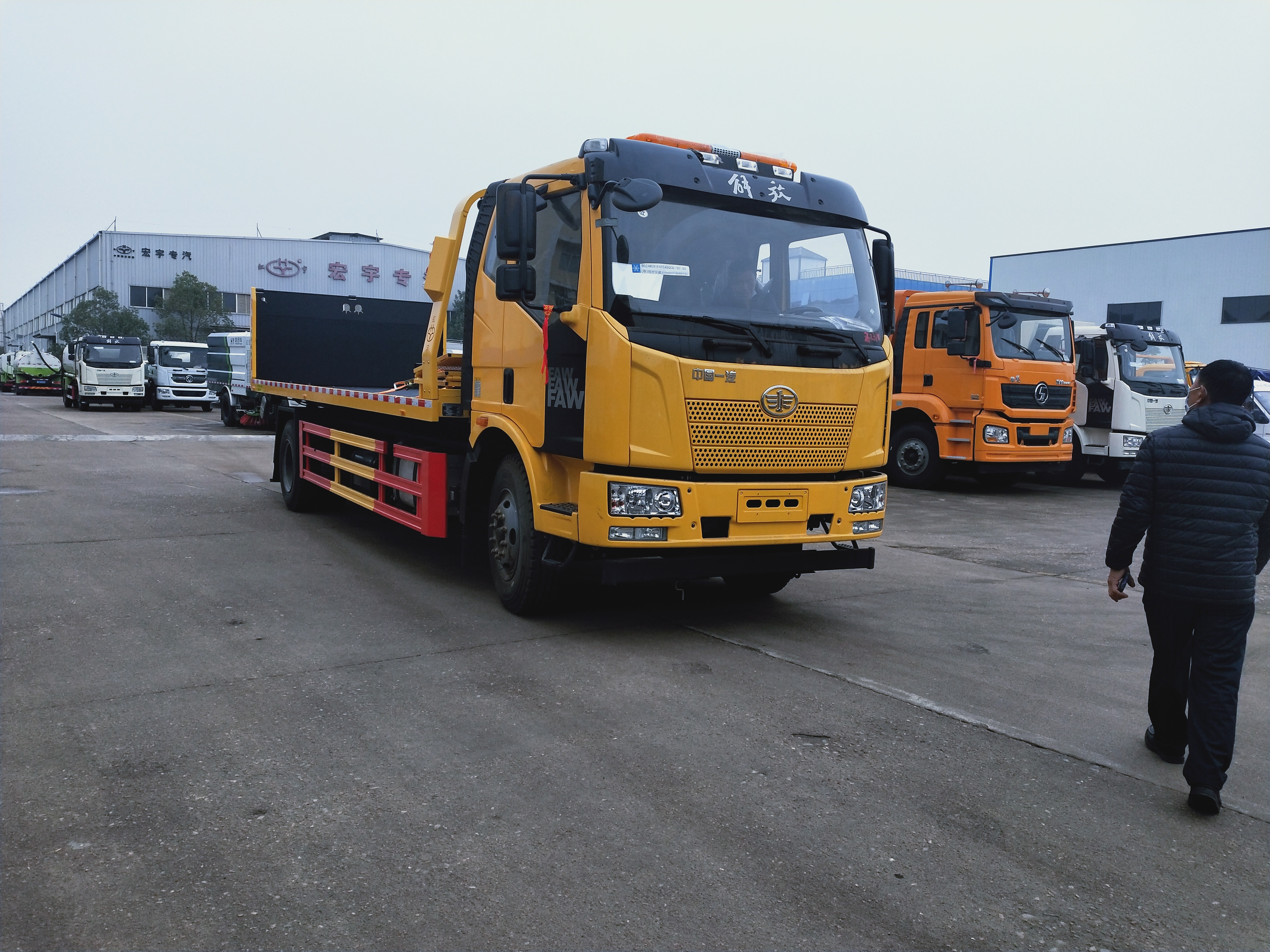 10吨解放一拖二大平板重载清障车价格道路救援拖车报价
