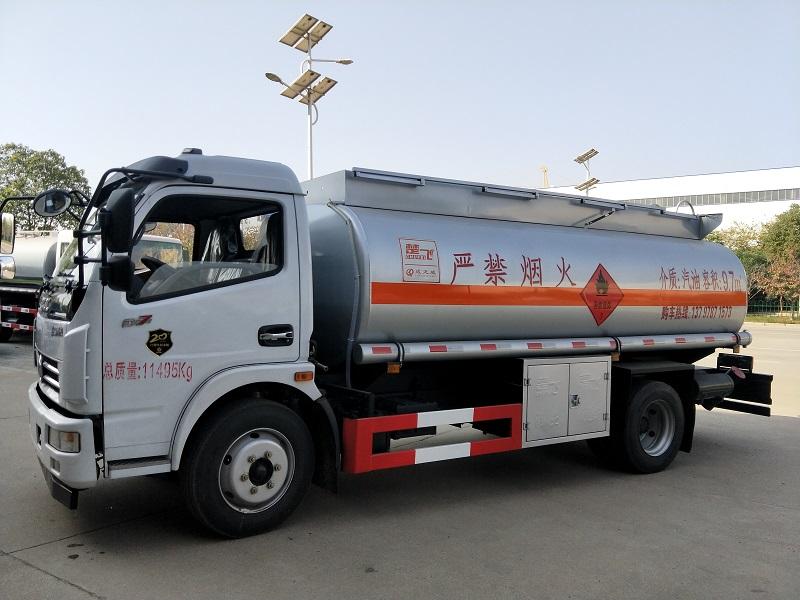 东风9.7方汽油介质加油车批发价  9吨油罐车厂家供应视频