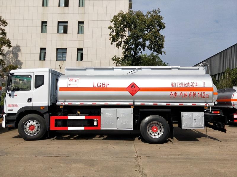 东风D9单桥14吨油罐车厂家报价 14.2方柴汽运油车价格图片