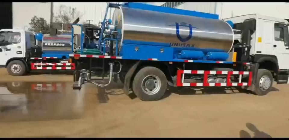 8吨重汽豪沃智能沥青洒布车试车视频