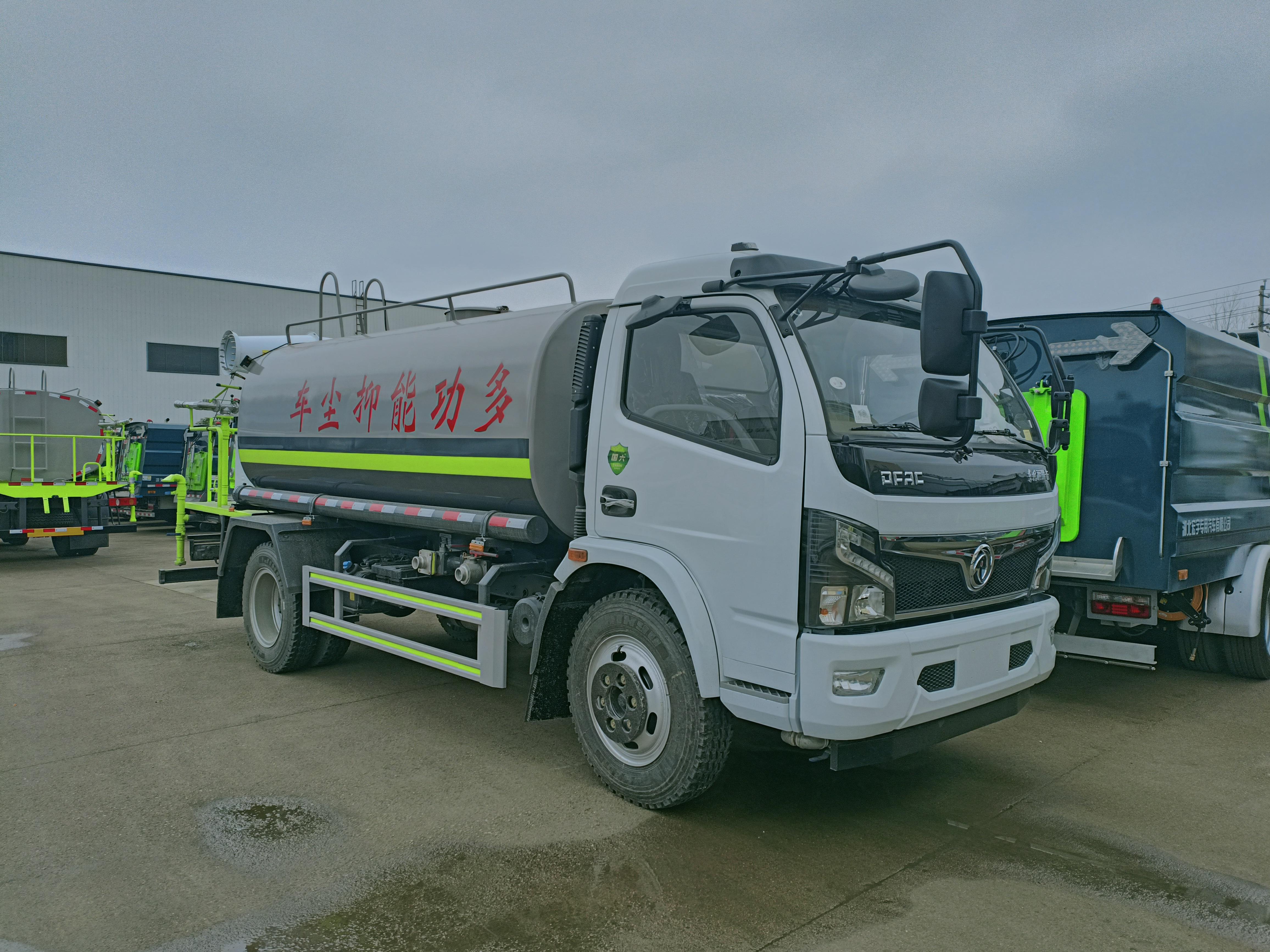 Camion multifonctionnel de suppression de poussière de Dongfeng avec le canon de brouillard de 30m
