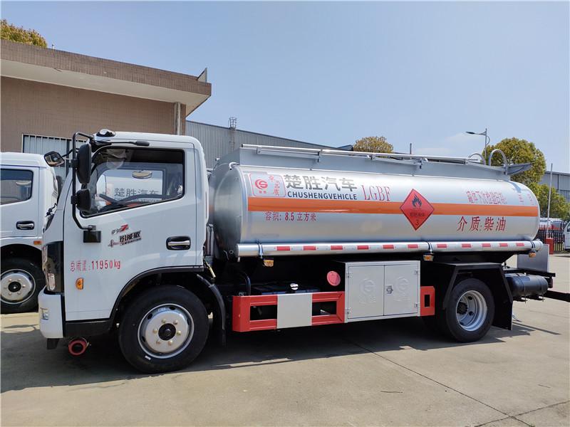国六8吨油罐车 东风多利卡8.5立方加油车上好户的车亏本甩卖