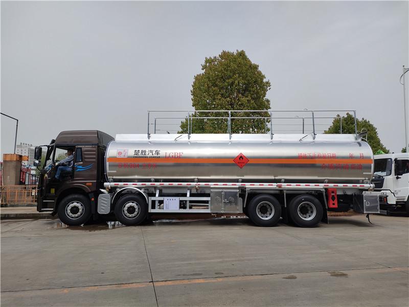 一汽解放悍V前四后八30.4立方铝合金运油车 20吨油罐车