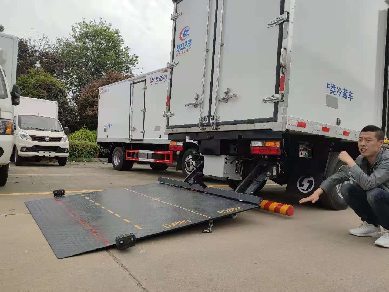 冷藏车加装液压尾板操作展示视频