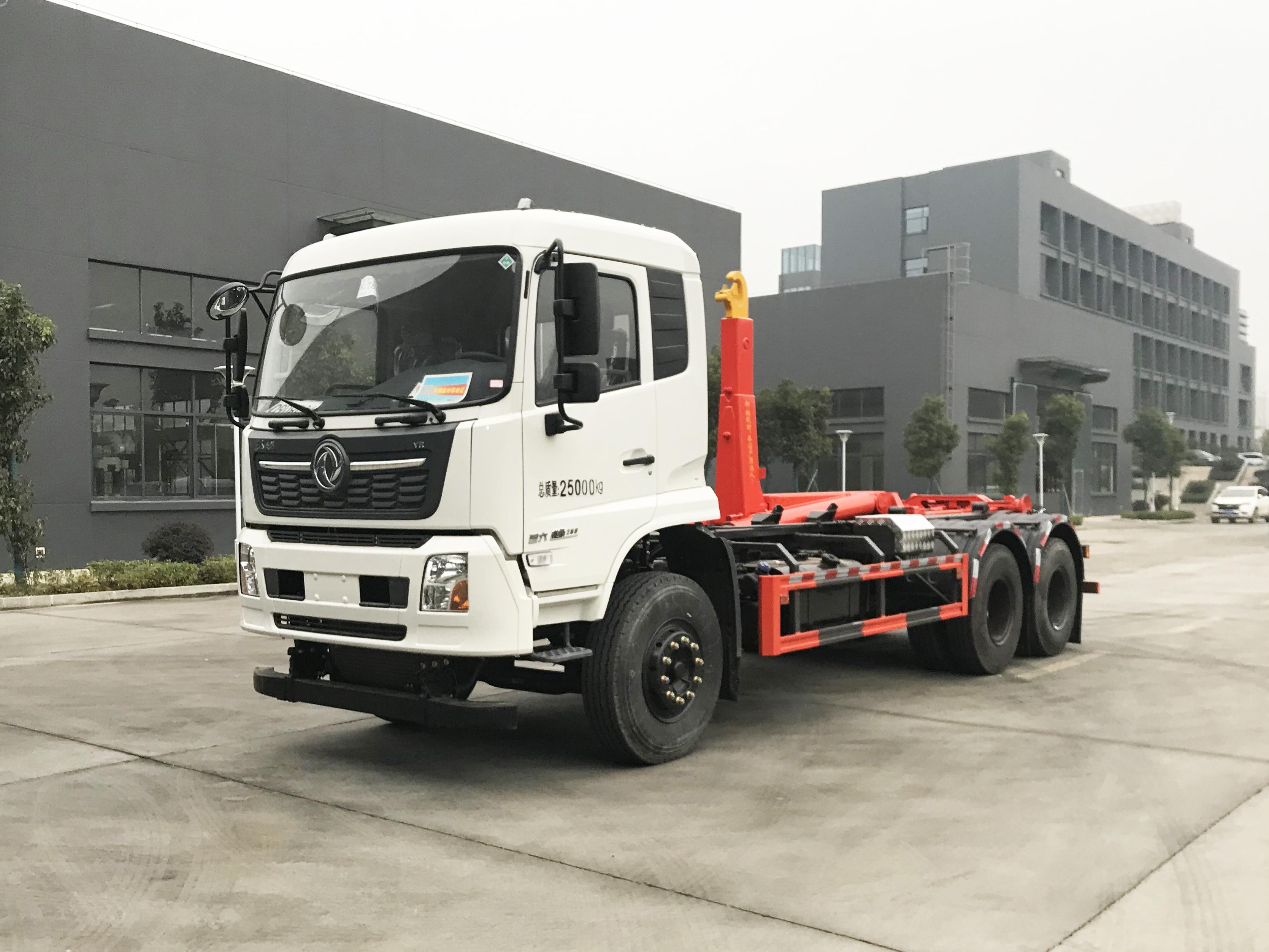 东风天龙大钩臂垃圾车25吨后八轮配套18方移动压缩垃圾箱视频