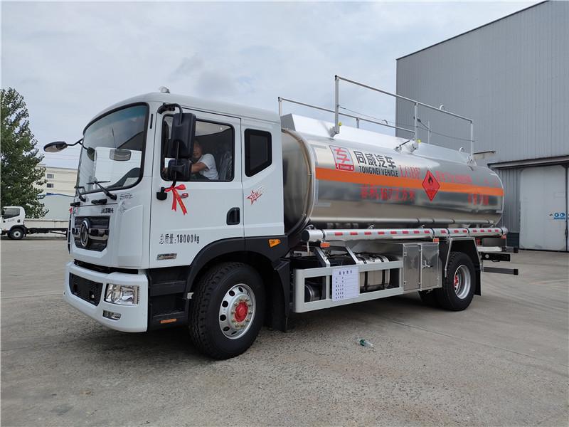 专威牌HTW5185GYYLEQ6型东风D9铝合金运油车视频