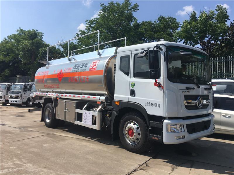 东风D9康机230马力上高速拉11吨柴油不超载油罐车图片