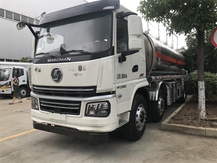 国六荷载16吨不超重陕汽小三轴铝合金运油车玉柴245马力